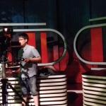 zive-vysielanie-noviny_-zacinajuci-kameraman